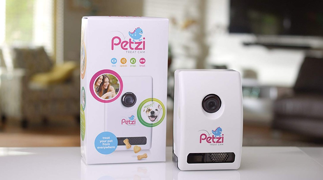 Review of Petzi Treat Cam Wi-Fi Pet Camera & Treat Dispenser